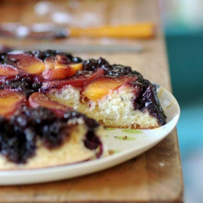 Obrácený koláč s ovocem