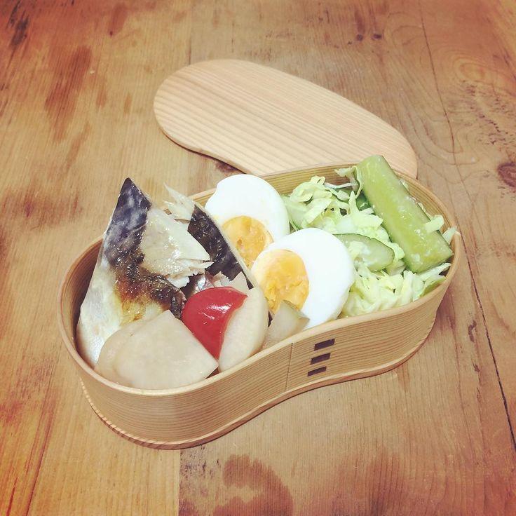 ある日の曲げわっぱ弁当♡ ✩塩鯖 ✩ゆで卵 ✩キャベツときゅうりのサラダ ✩いろいろピクルス♡  野菜とタンパク質オンリー弁当。 忘年会で食べ過ぎ飲み過ぎの日が続いてるから、 お昼だけはヘルシーに🐻💓 #曲げわっぱ #弁当 #手作り #曲げわっぱ弁当 #塩鯖 #ゆで卵 #ヘルシー #野菜 #オーガニック #instagood #instafood #cook #cooking #healthy #diet  #lunch #lunchbox  #diet #yokoyummy