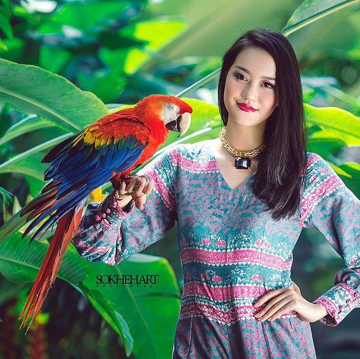 . . . . . . . . . . . . . . . . . . . . .. . . . #kebaya  #tradisional  #bw #portrait  #prewedding  #wedding  #weddinglampung  #preweddinglampung  #bestwedding  #bestcouple  #bestphoto  #bestphotowedding  #love  #beauty  #makeup  #couple  #fashion  #canon  #model #magazine  #bride  #art  #works  #bridal  #gown  #dekorasi  #pernikahanlampung  #fotografer  #photographer  #blackwhite http://gelinshop.com/ipost/1524750915309997037/?code=BUpAOEGAQvt