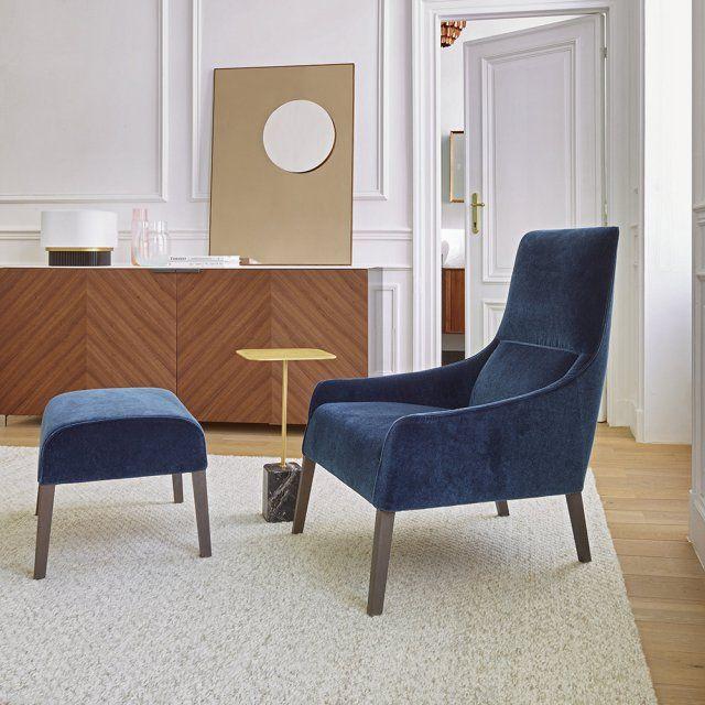 """Un fauteuil haut au confort exemplaire, Cinna. Ce fauteuil """"Long Island"""", design Nada Nasrallah et Christian Horne est doté d'un repose pied que l'on peut également en véritable assise."""