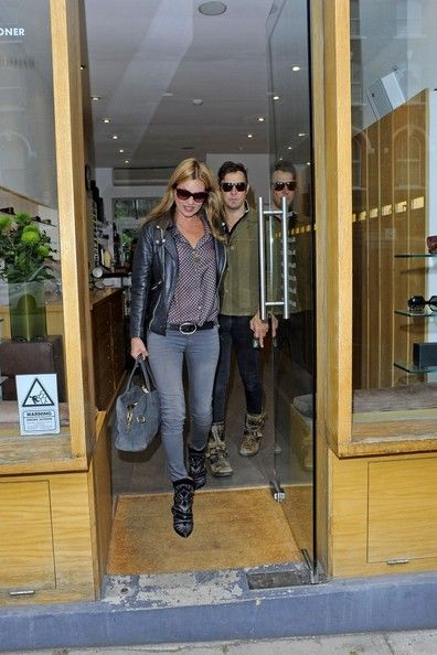 Jamie Hince Photos Photos - Kate Moss tries on sunglasses and picks up lunch in Primrose Hill on June 13, 2013. The model was joined by her husband Jamie Hince.  - Kate Moss Tries on Sunglasses in Primrose Hill