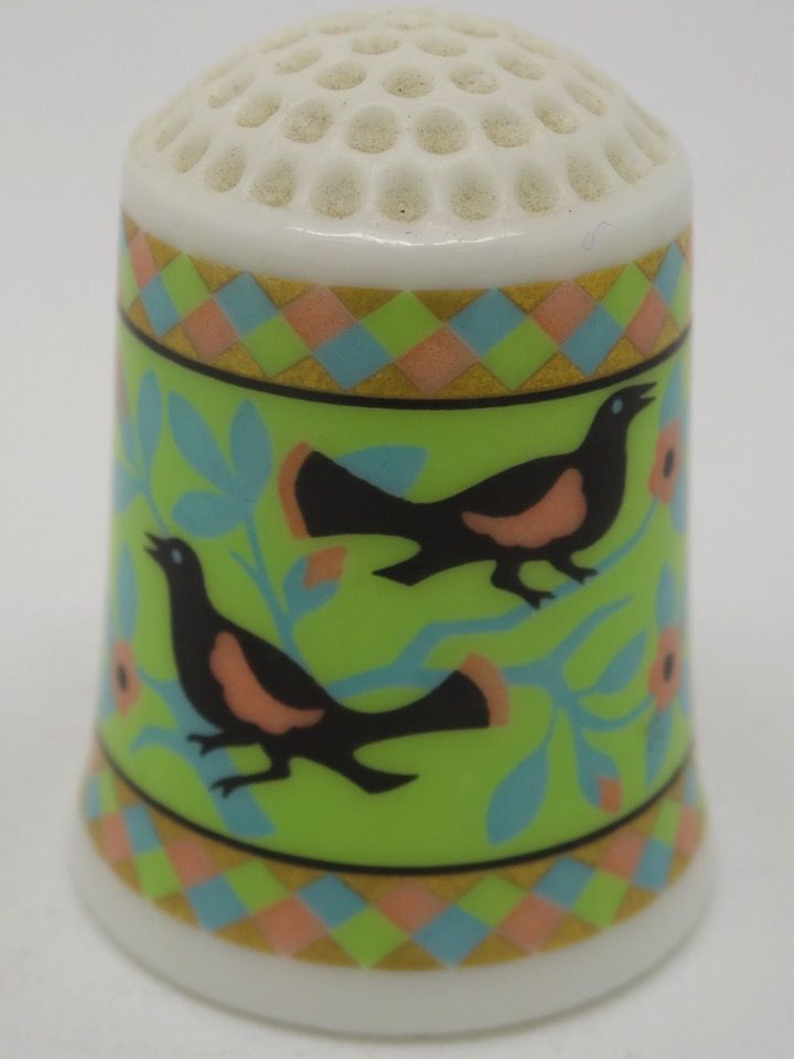 Birds and Flowers circa 1861. The American Heirloom Quilt Collection. Franklin Porcelain. Thimble-Dedal-Fingerhut.