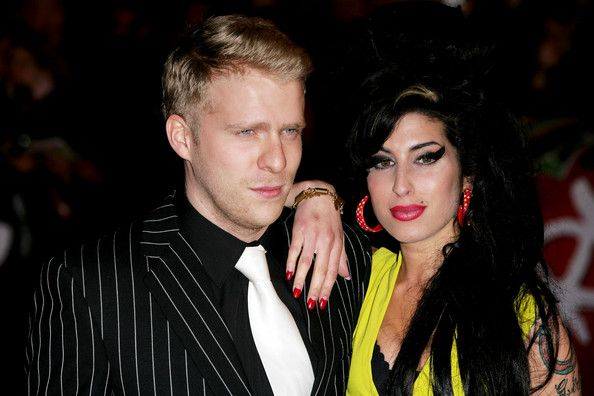Amy Winehouse Photos Photos - Singer Amy Winehouse (R) and guest arrives at the BRIT Awards 2007 in association with MasterCard at Earls Court on February 14, 2007 in London. - Arrivals At The Brit Awards 2007