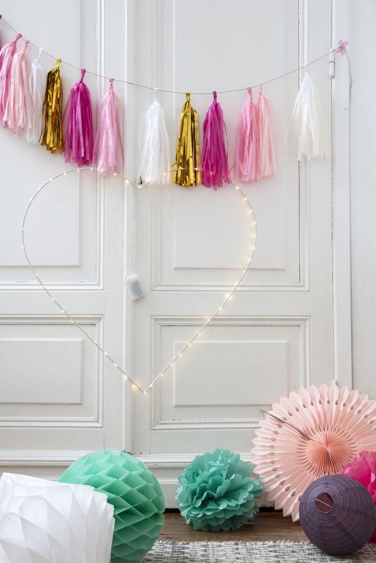 Coeur lumineux LED, Guirlande Tassel rose, décoration papier rosace, lampion, lanterne: enchantez votre déco de chambre d'enfants #deco#decoration#room#chambre#enfant#kids#kid#enfants#fille#girly#lit#bed#indoor#interior#design#placard#moulures#tassel#papier#decorating#lantern#lanterne#lampion#lampions#lanterns#colors#pink#green#white#lightbox#tapis#carpet#rug#fireplace#marble#cheminée#marbre #led #lights #heart #coeur #lumineux #tassel #pink #rose #green…