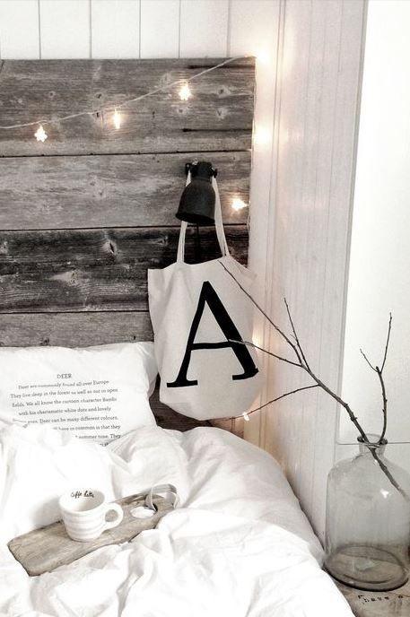 Esprit rustique chic, tête de lit en bois grisé | bedroom