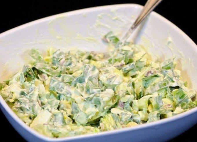 Lehký salát z medvědího česneku s vajíčkem
