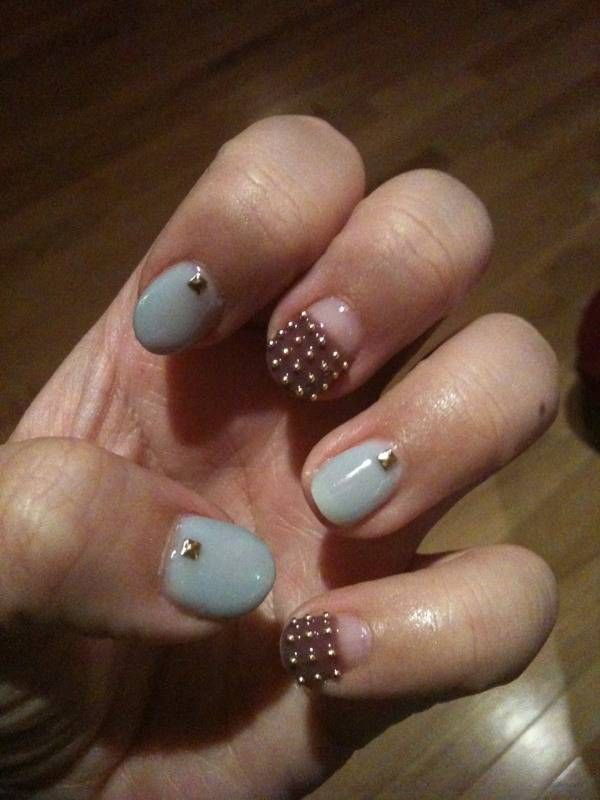 never been a fan of nail fashion. but wait, studded nails? I SO LOOOOVEEE!
