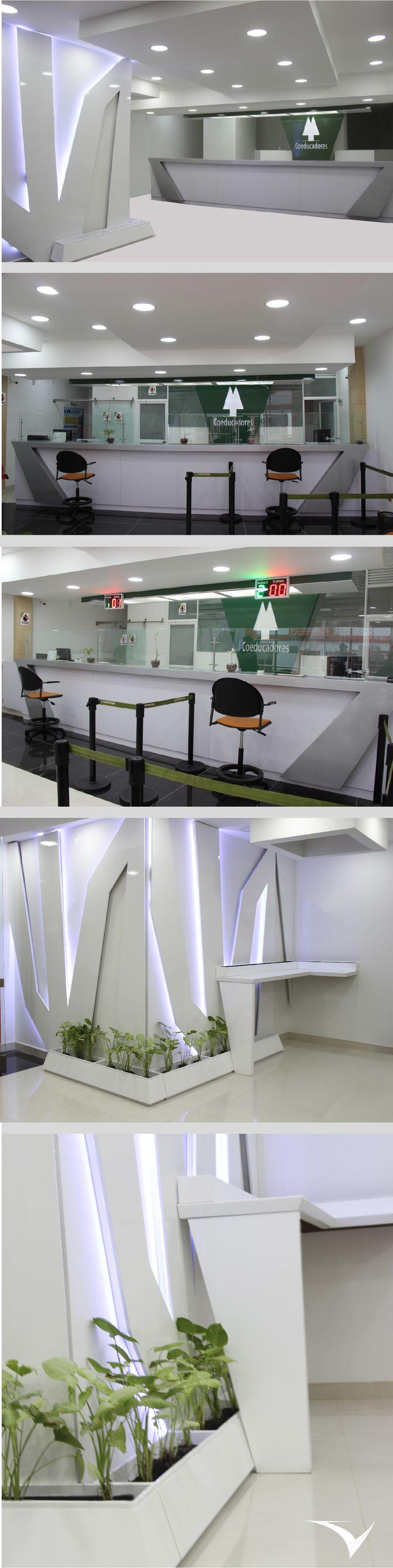 Diseño para el centro de servicios Coeducadores, el diseño integra el concepto de aerodinámica por medio de la construcción del mobiliario y apliques en madera  por medio de lineas dinámicas, ángulos irregulares y uso de tecnología led. Fotografía: Fabian Virviescas https://instagram.com/vircorpdesign/