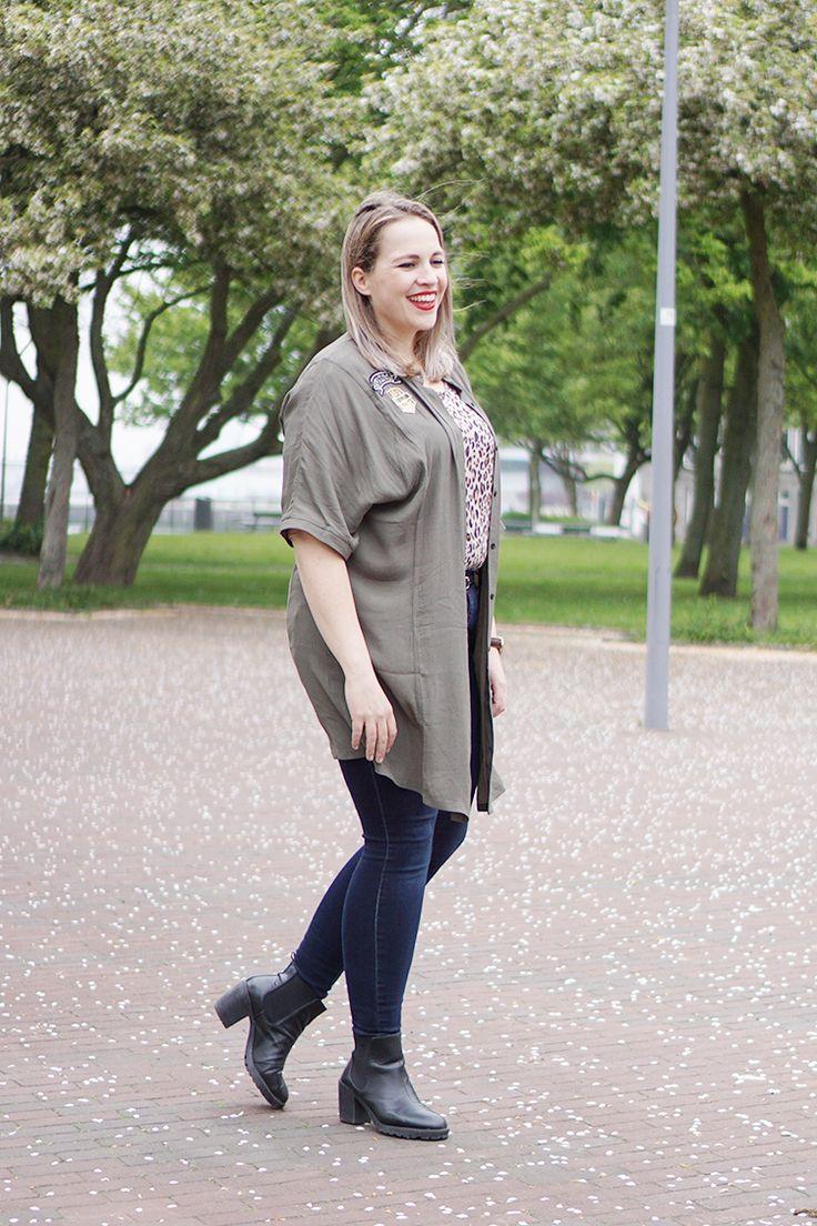 Ik draag in deze outfit een army tuniek en een donkere jeans van het plussize merk Zizzi, gecombineerd met een kek panterprintje.