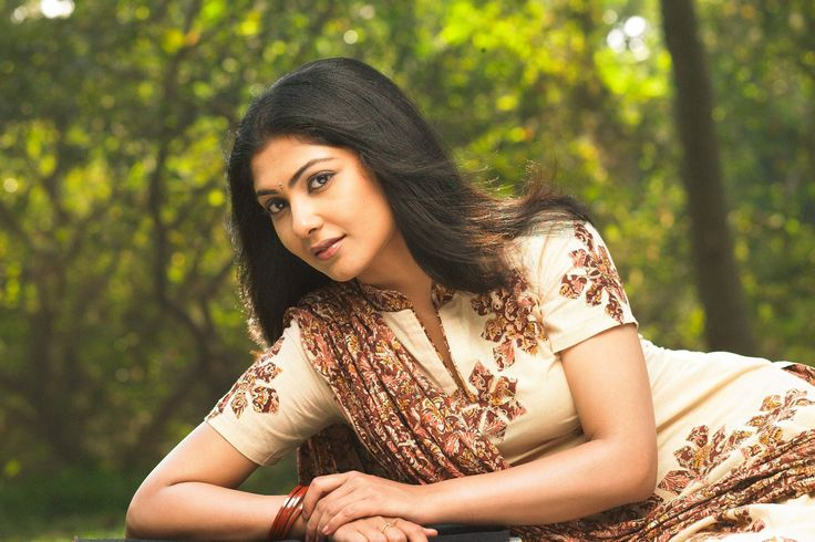 Kamalinee Mukherjee Height, Weight, Age, Affairs, Wiki & Facts. Net worth, boyfriend, body measurements, family, marriage, biography