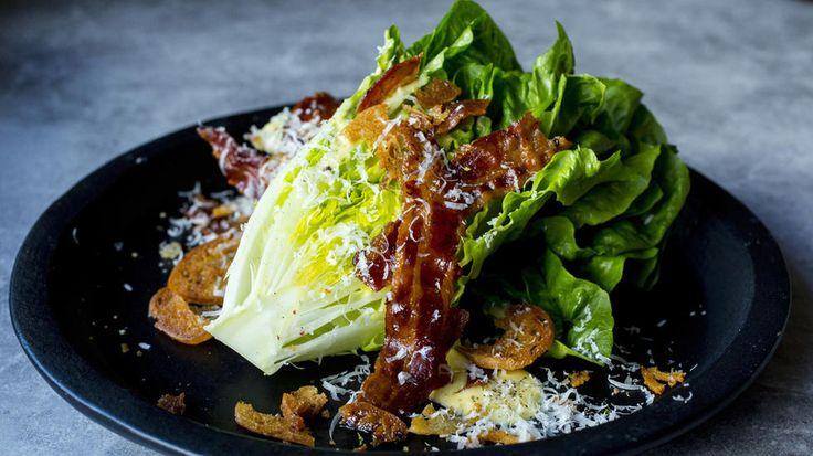 Hjertesalat med «cæsar-dressing» og bacon
