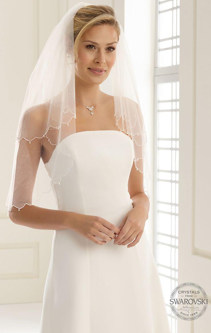 Delicate veil S141 from Bianco Evento #biancoevento #veil #swarovski #weddingdress #weddingideas #bridetobe
