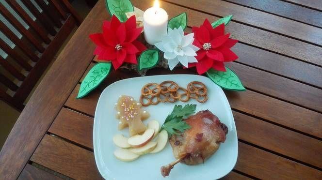Pato confitado con compota de manzana en gelatina
