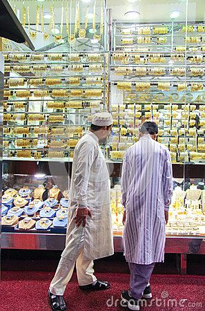 Two buyers in front of a shop window of a jewelry in Dubai