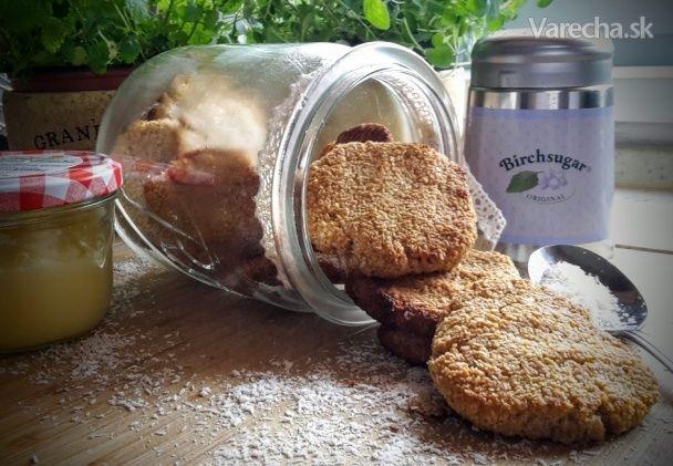 Jablkové sušienky bez múky sú nielen zdravé, ale aj chutné. Z tejto dávky vyjde 10 ks sušienok.