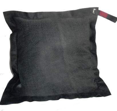 Woonkussen grijs leer gemêleerd Met zwarte ondergrond.Leer aan beide zijden. Handgemaakt exclusief design