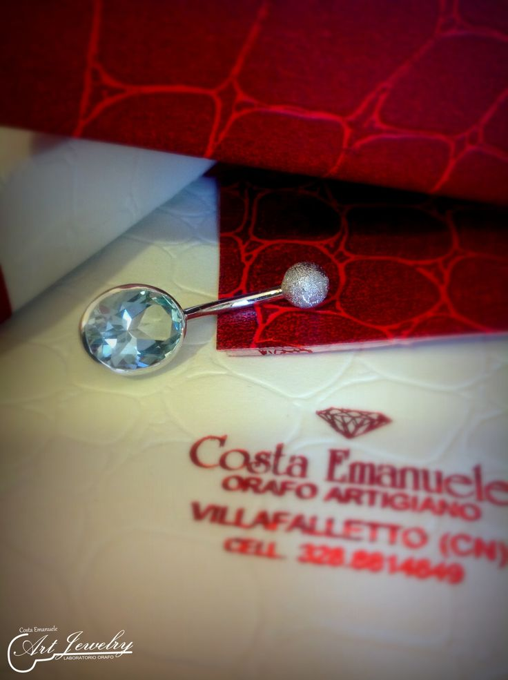 Piercing in oro bianco, impreziosito da un topazio azzurro. #jewels #artjewelry #topaz #whitegold  https://www.facebook.com/gioiellicosta/ https://www.instagram.com/costaemanuele_artjewelry/   Photo: Noemi Barolo
