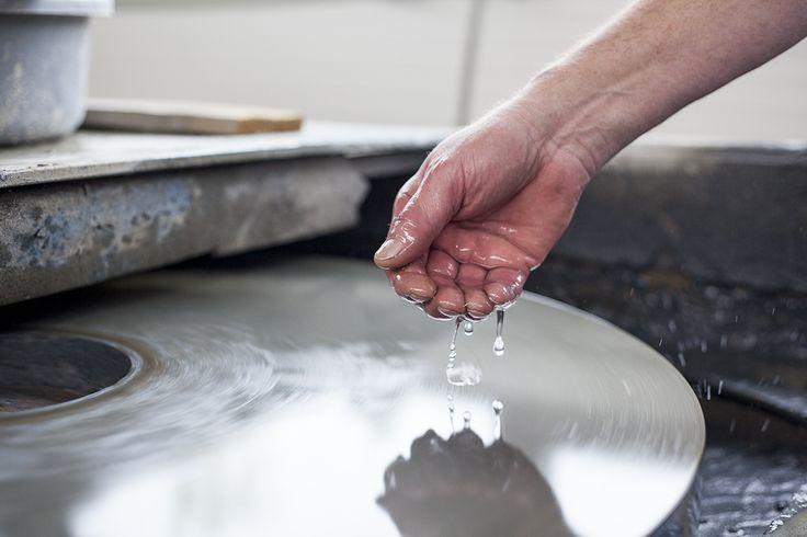BOMMA manufactory insight  photo: Johana Němečková #glassmaking #craftmanship #czechcrystal #crystal #mouthblown #handmade #tradition #glass #crystal #glassblowing #czechrepublic