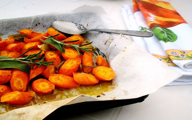 Wash the carrots, peel and cut them into oblique chunks. Transfer the carrots in a pan, add salt, rosemary, sage, honey, chilli and garlic, stir well...
