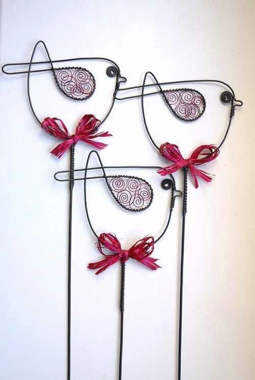 33 Amazing Diy Wire Art Ideas  WALL ART ..NOTE ADDED COLOR IN BIRD WINGS, I WOULD DITCH BOWS ..DEPENDING ON WHERE I AM TAKING IT, GIVING IT