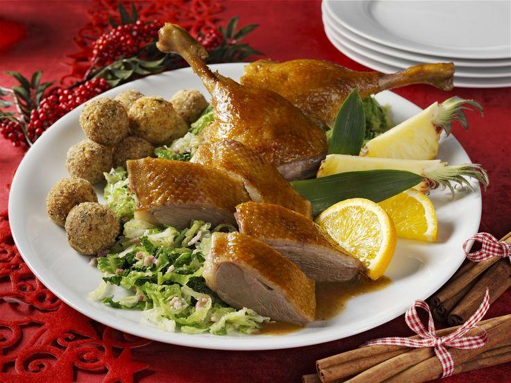 Gänsebraten mit Haselnuss-Semmelknödeln zu Weihnachten   EAT SMARTER