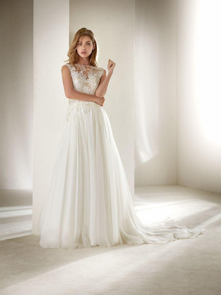 Atlantis: Vestido de novia evasé en gasa para talla pequeña | Pronovias 2018 | Pronovias