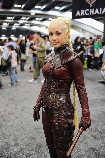 WonderCon 2011: #Mord-Sith by Kendall Whitehouse, #cosplay EXACTLY how I pictured they would look in the books