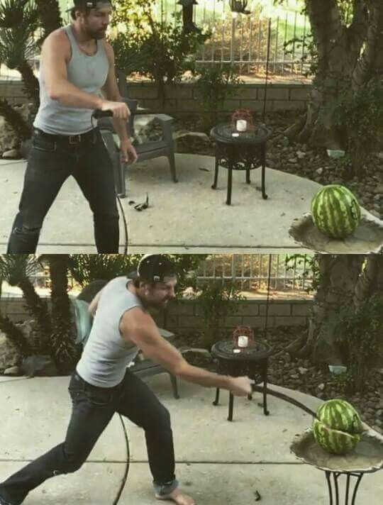 Dean cortando una Sandía Dick27Ambrose