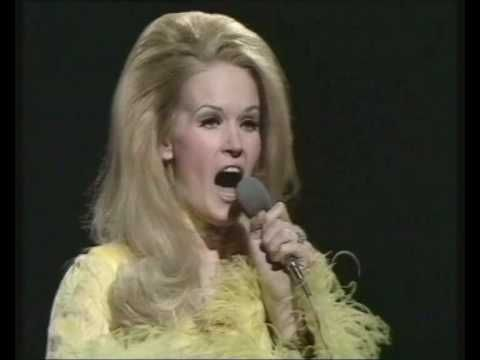 Lynn Anderson - I Beg Your Pardon, I Never Promised You A Rose Garden (BBC Top Of The Pops)