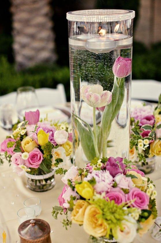 Плавающие свечи в декоре столов