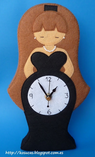 Reloj de fieltro con señora.  Lady felt clock