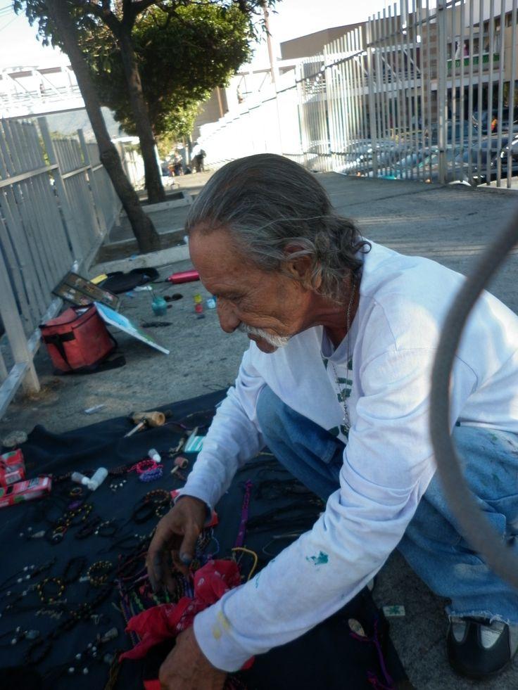 """Ermitaño. """"solo vine a este mundo, solo me voy a ir"""". A pesar de estar casado, Don René (o simplemente René como nos pidió que le llamáramos), es un hombre solitario, hasta cierto punto nómada. No tiene hijos y su familia extensa vive en el oriente de El Salvador. No tiene comunicación con ellos."""