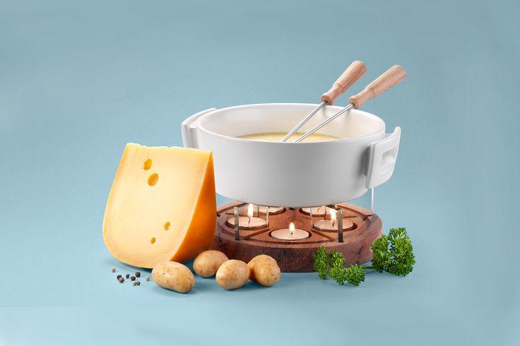 Maak zelf een Hollandse kaasfondue met heerlijke Noord-Hollandse kazen.Laat de kaas op kamertemperatuur komen en rasp daarna de kazen wanneer dit nog niet gedaan is.Doe de witte wijn in de pa...