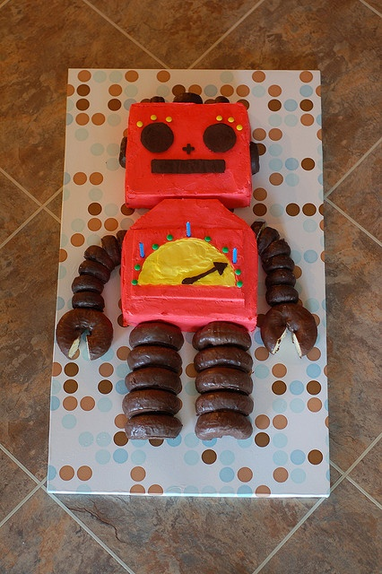 ok, this is a robot cake that is totally doable for the toddler-parent
