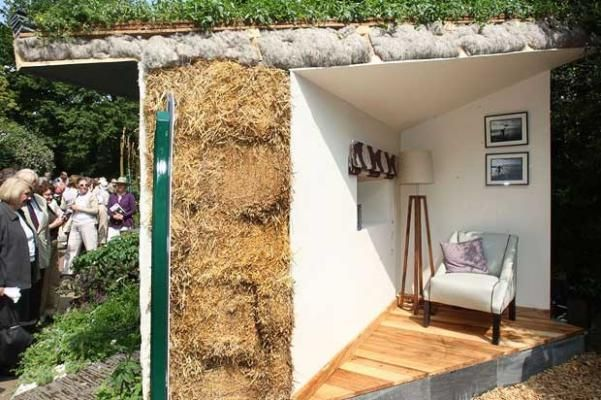 The Sustainable Highland Garden, designed by Amber Goudy, who lives in a house made of recycled newspaper, featured part of a sustainable straw bale croft. Amber's technique involves putting lime render directly onto straw bales. Sheep wool is used to insulate the roof. It would probably outlive a modern des-res