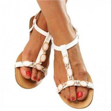 Romantik und Eleganz vereinen sich in diesen #Sandaletten.Die vorderen Riemen sind mit Ziersteinen versehen, womit das Modell zu einem echten Hingucker wird. Unser Preis: 12,90 €