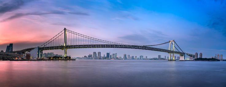 Вечерний Токио и Радужный Мост