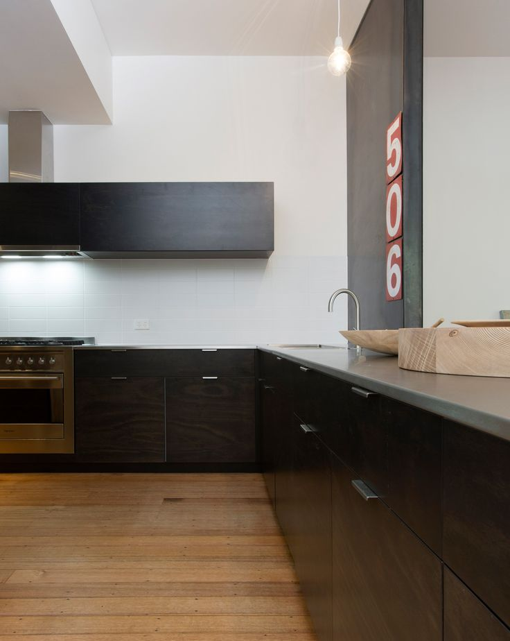 Black & rvs kitchen, wooden floors. Breathe Architecture : Push Pull House | Flodeau.com