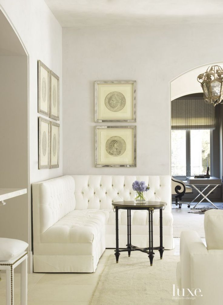This banquette seating adds comfort and luxury to numerous for Living room seating for small spaces