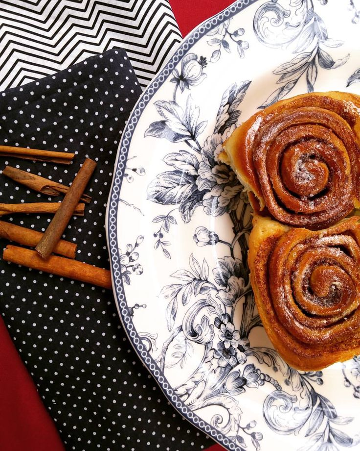 Cinnamon Roll / Tarçınlı Rulo / シナモンロール Ingredients For the Dough 230 g warm milk 2 eggs 75 g unsalted butter 550 g flour 1 tsp. salt 90 g sugar 10 g instant yeast For the Filling 50 g unsalted butter 20 g cinnamon 200 g sugar For the Icing 50 g...