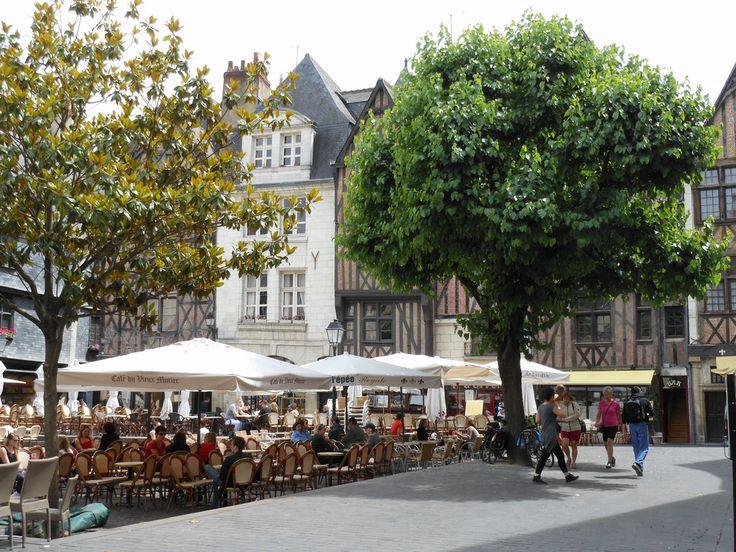 Place Plumereau - Tours http://www.my-loire-valley.com/2013/09/photos-place-plumereau-tours/