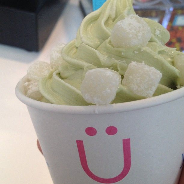 Matcha Green Tea with Mochi #froyo #frozenyogurt #greentea #mochi