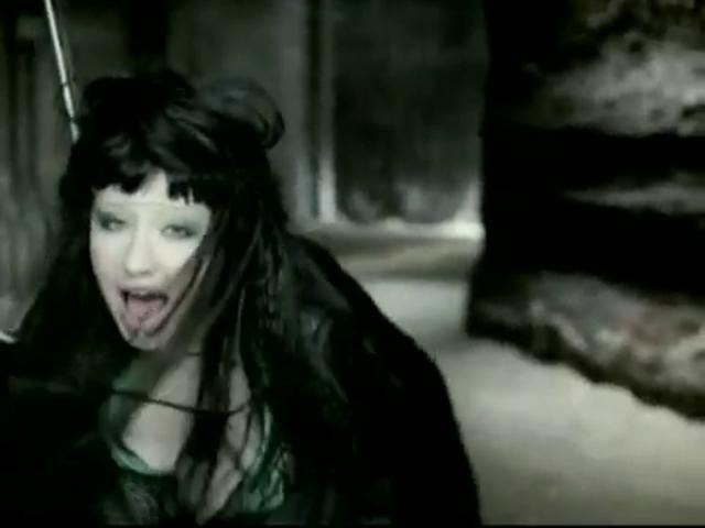 Fighter. (Christina Aguilera, 2003, http://en.wikipedia.org/wiki/Fighter_(Christina_Aguilera_song))