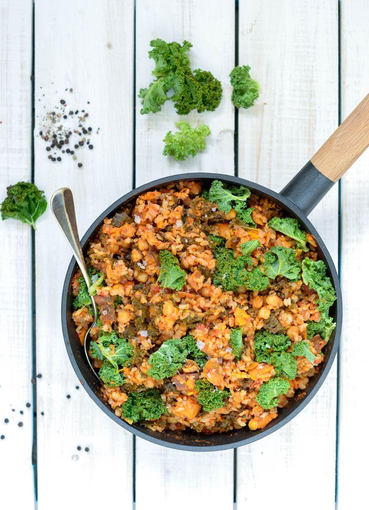 One pot ris med grønkål, kikærter og søde kartofler