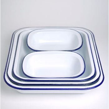 A five-piece enamelware bake set in white with blue trim, from the iconic British brand Falcon. This set contains:1 x 37cm bake pan, 1 x 34cm bake pan, 1 x 31cm bake pan, 2 x 20cm pie dishes. Safe for oven, gas and electric hob use. Dishwasher safe.