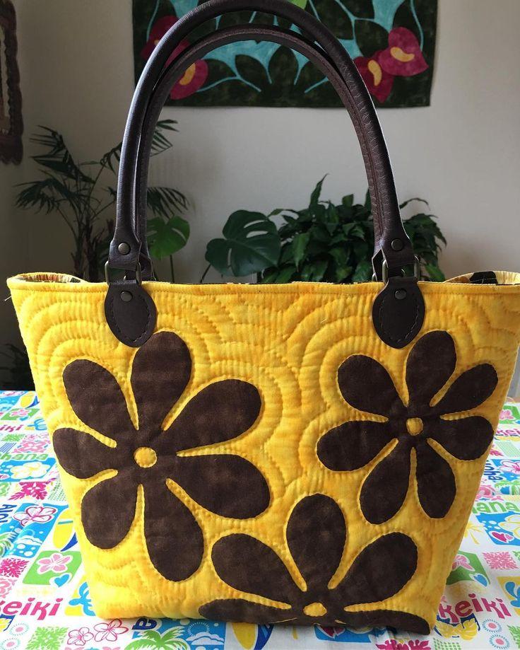 いいね!187件、コメント20件 ― Mami's Makana Hawaiian Quiltさん(@mamimom_azu)のInstagramアカウント: 「Part2❣️裏面のデザインはティアレのお花を散りばめました #ハワイアンキルト  #トートバッグ  #ティアレ」