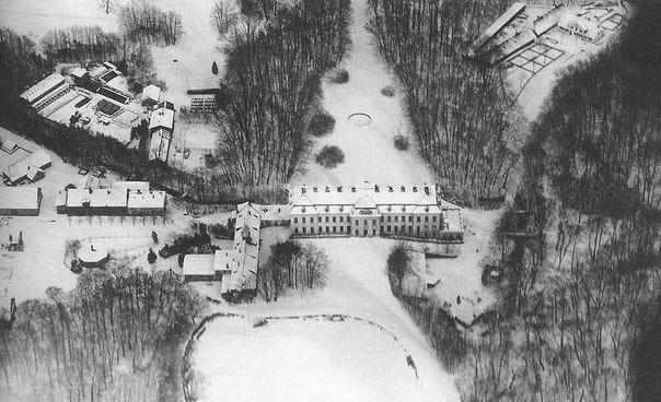 Усадьба Фридрихштайн (Schloss Friedrichstein). Пос. Каменка, Калининградская область.<br><br>В 1379 году на берегу озера было основано имение Кеккштайн, которое включало в себя господский дом, амбар и кирпичное зернохранилище. Жизнь в нем протекала довольно тихая - до тех пор, пока в 1652 году он..