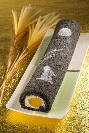 Otsuki-mi rolled cake.  Japan's autumn moon-viewing festival.  お月見うさぎロール/ぶどうの木-thumb-300x450-465