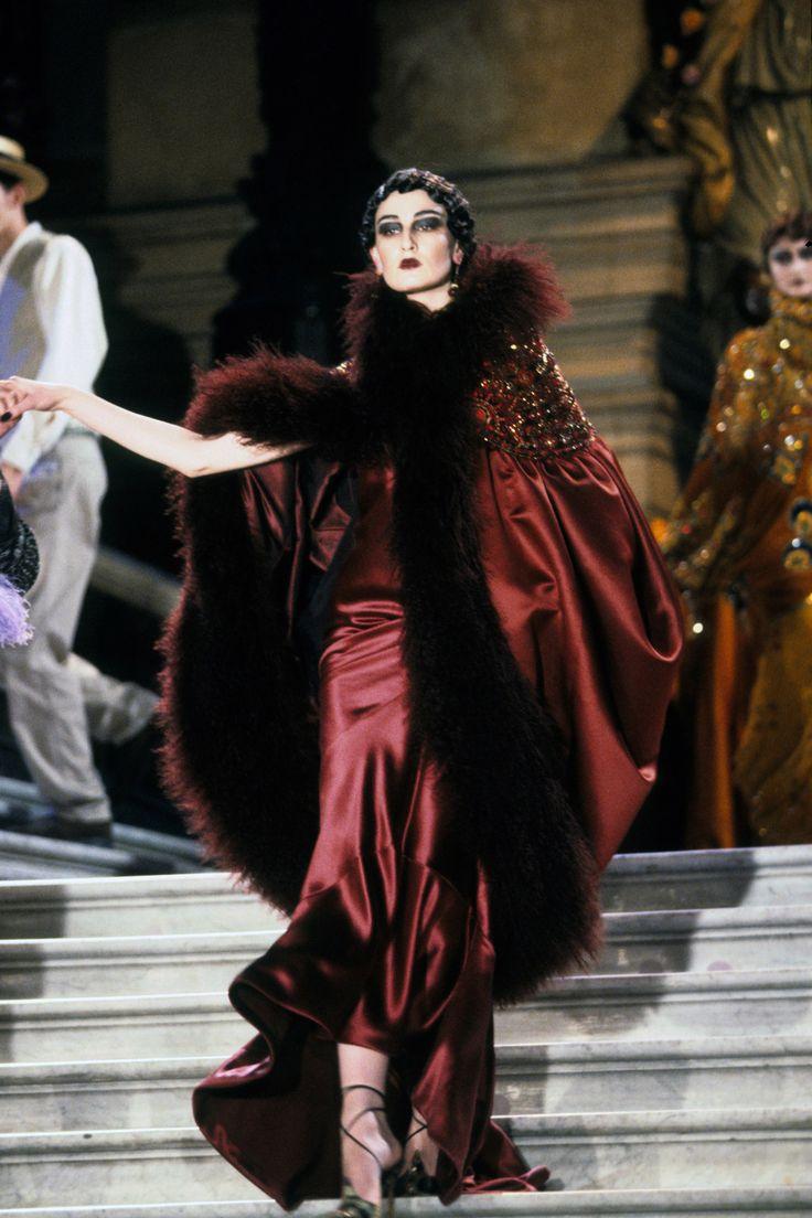 Christian Dior Spring 1998 Couture Fashion Show - Erin O'Connor