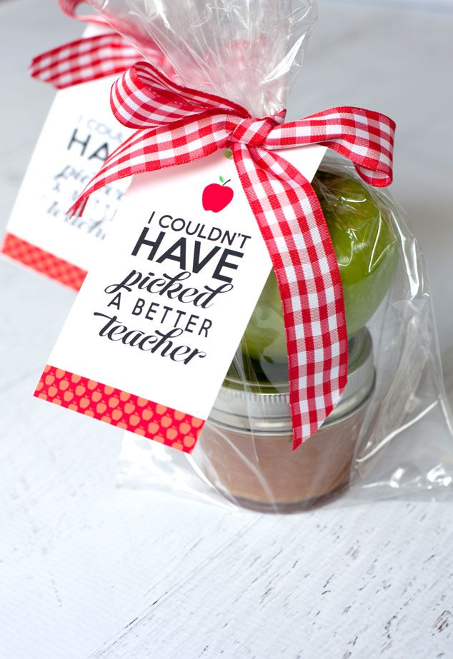 Pick up a teacher appreciation free printable tag and a sweet idea to appreciate your teacher!